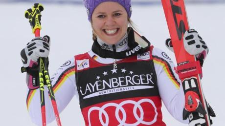 Viktoria Rebensburg freut sich über ihren zweiten Platz.