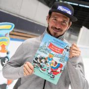 Felix Neureuther stellt in München sein neues Kinderbuch vor. Foto: Peter Kneffel