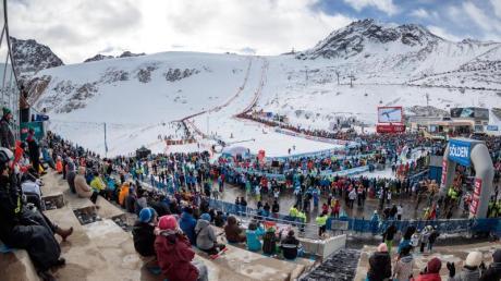 Zum Weltcup-Auftakt im Riesenslalom auf dem Rettenbachgletscher gab es genug Schnee.