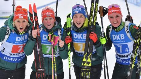 Karolin Horchler, Franziska Hildebrand, Franziska Preuß und Denise Herrmann (l-r) wurden in Oberhof Zweite. Foto: Martin Schutt