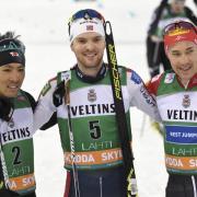 Sieger Jorgen Graabak (M), der zweitplatzierte Akito Watabe (l) und der drittplatzierte Mario Seidl. Foto: Markku Ulander/Lehtikuva