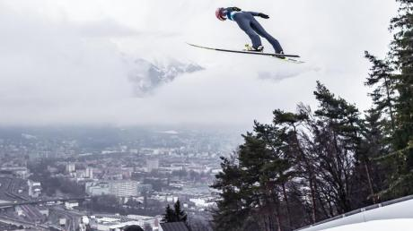 Karl Geiger springt beim letzten Test vor dem WM-Wettbewerb in Innsbruck. Foto: Expa/Jfk/APA