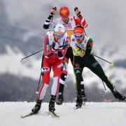 Joergen Graabak (l) aus Norwegen läuft vor dem Deutschen Fabian Rießle (r) und Franz-Josef Rehrl aus Österreich. Foto:Hendrik Schmidt