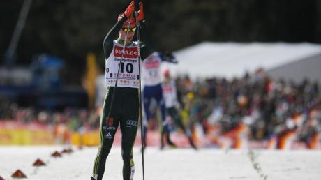 Kombinierer Vinzenz Geiger kommt ins Ziel und wird in Schonach Vierter. Foto:Patrick Seeger