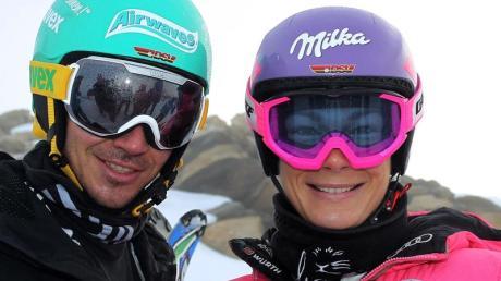 Die deutschen Rennläufer Felix Neureuther (l) und Maria Höfl-Riesch stehen auf dem Mölltaler Gletscher.