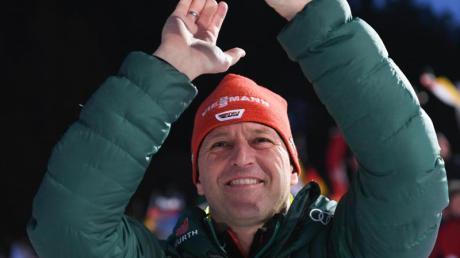 Skisprung-Bundestrainer Werner Schuster hat für den letztenWeltcup seiner Amtszeit siebenAthleten nominiert. Foto: Arne Dedert