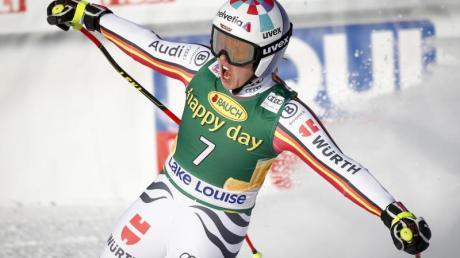 Viktoria Rebensburg jubelt über ihren Sieg beim Super-G von Lake Louise.