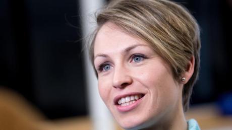 """Rekordweltmeisterin Magdalena Neuner sorgt sich angesichts der aktuellen Ergebniskrise um den deutschen Damen-Biathlon. Die Sportlerinnen seien """"unsicher""""."""