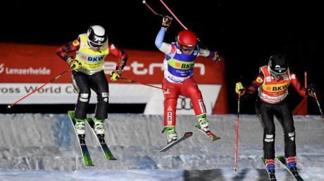 Skicrosserin Daniela Maier (l) in Aktion.