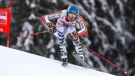 Alexander Schmid rast in Alta Badia über die Piste.