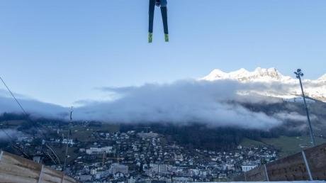 Skispringer Karl Geiger hat den vierten Platz belegt.