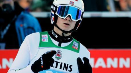 Marius Lindvik sprang im ersten Durchgang Schanzenrekord.