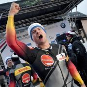Johannes Lochner freut sich über den ersten Platz im Weltcup und über den Titel Europameister mit dem Vierer-Bob. Bob & Skeleton WM 2020: Termine, Zeitplan und Live-TV.