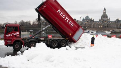 Auch für den Langlauf-Weltcup in Dresden wurde Schnee antransportiert.