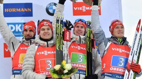 Die deutsche Biathlon-Staffel: Benedikt Doll (r-l), Johannes Kühn, Philipp Horn und Arnd Peiffer.