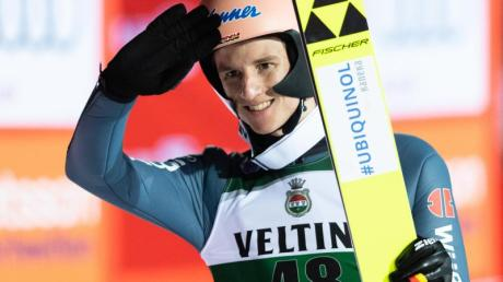 Karl Geiger hat seine starke Tournee-Form bestätigt und sich den Tagessieg in Val di Fiemme geholt.