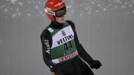 Constantin Schmid hat überraschend die Qualifikation des Skisprung-Weltcups in Oslo gewonnen.