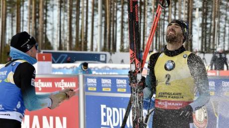 Biathlon-Star Martin Fourcade genoss nach seinem Sieg die Champagner-Dusche.