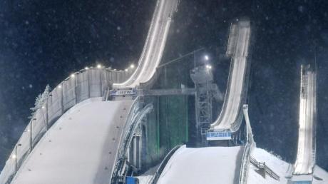 Alle aktuellen Termine des Skisprung-Weltcups 20/21, Kalender und Datum finden Sie hier.