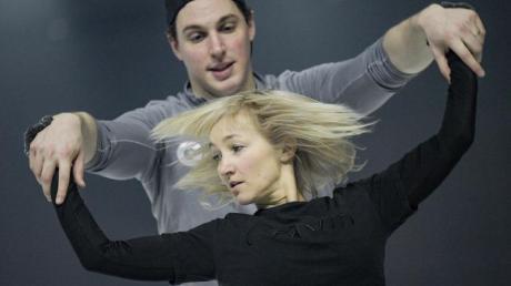 Die Eiskunstläufer Aljona Savchenko und Bruno Massot denken über ein Comeback nach.