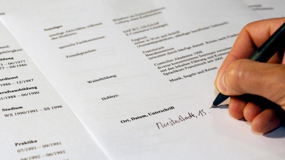 Beruf Online Bewerbung Kursiver Name Als Unterschrift Wirtschaft
