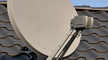 Mit der Satellitenanlage wird das digitale Signal empfangen.