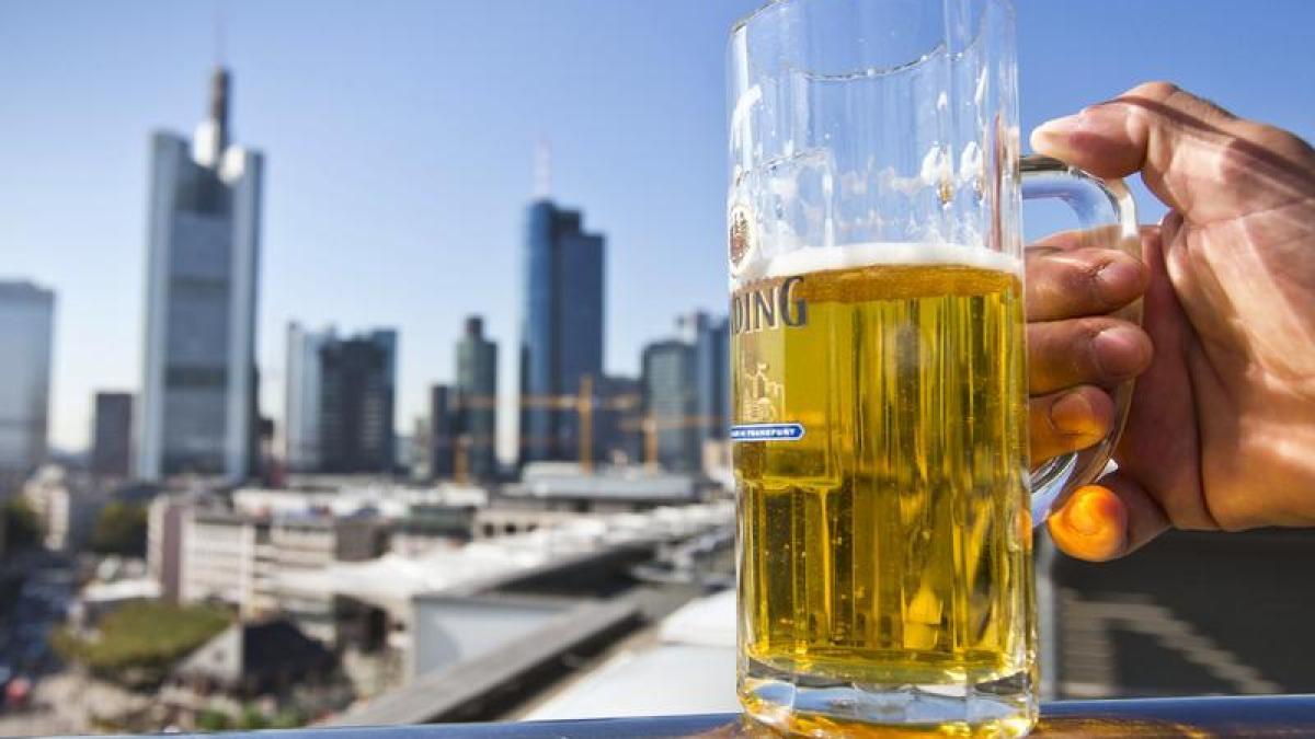 bier bayerisches bier schlager im ausland absatz r ckgang im inland nachrichten bayern. Black Bedroom Furniture Sets. Home Design Ideas