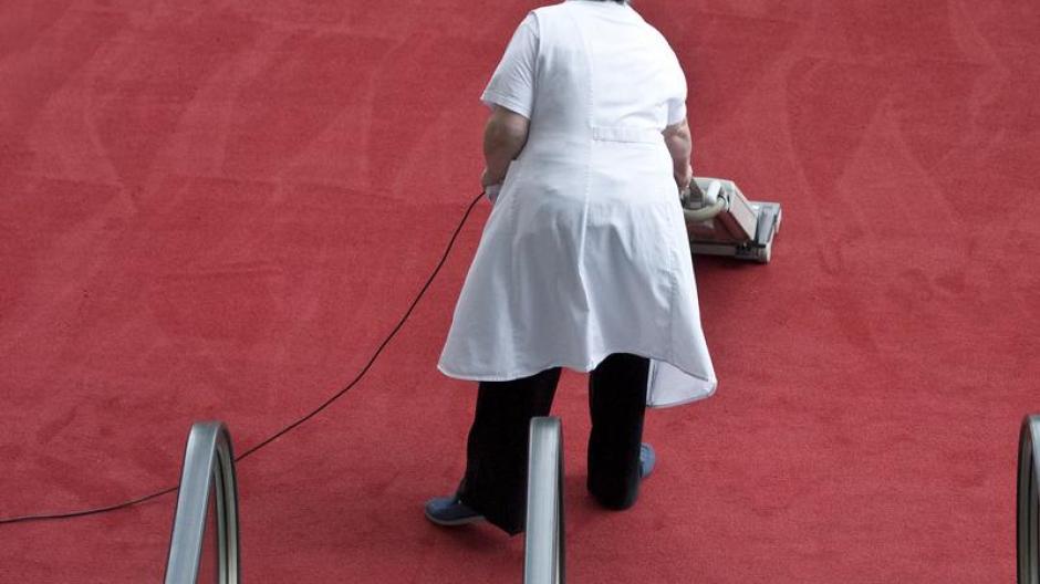 Arbeit Urteil Zu Reinigungskräften Putzen Auch Nach Der