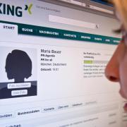 Business-Netzwerke wie Xing können ein Karrierebaustein sein - vorausgesetzt, das Profil ist aussagekräftig. Foto: Andrea Warnecke