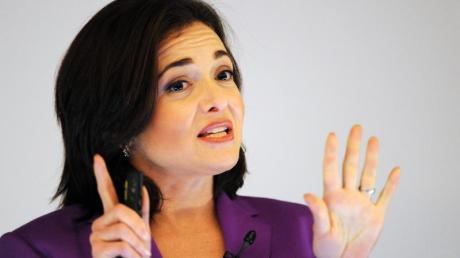 Vor zwei Jahren verlor Facebook-Managerin Sheryl Sandberg ihren Mann. Nun hat sie über diese Zeit gesprochen.