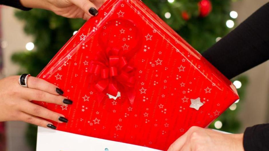Arbeit: Nicht bei Weihnachtsfeier: Angestellten steht kein Geschenk ...