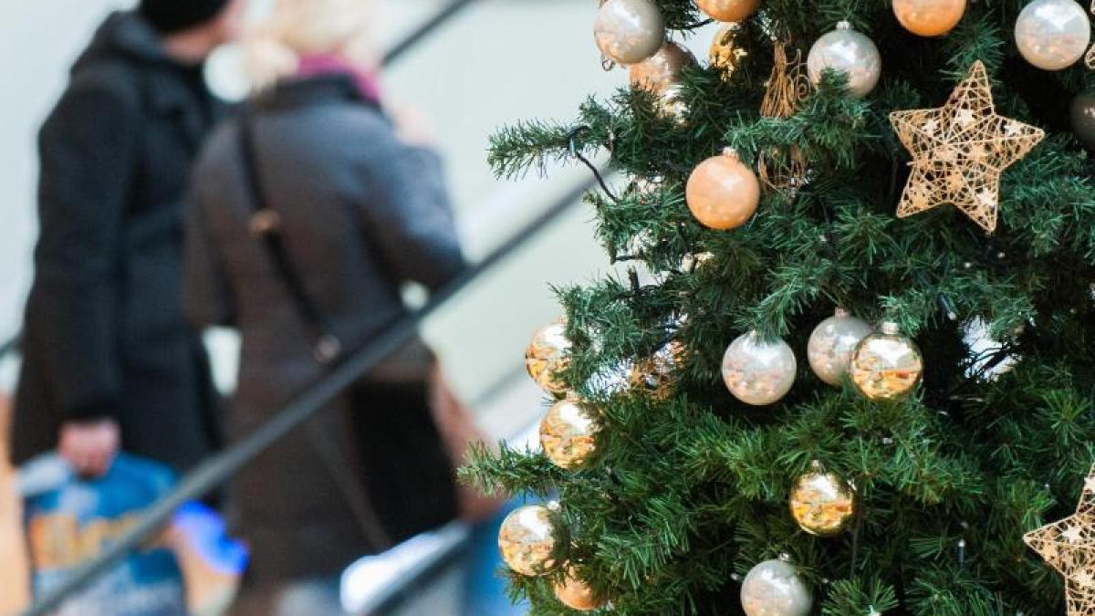 Umfrage: Deutsche planen für Weihnachtsgeschenke 465 Euro ein - Geld ...