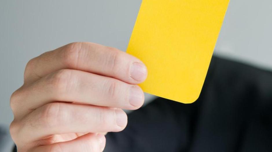 Arbeit Gelbe Karte Abmahnung Kann Vorstufe Zur Kündigung Sein