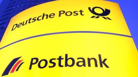 Logo der Deutschen Bank und der Schriftzug der Postbank.