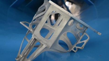 Ein am 3D-Drucker hergestellten Halter für einen Hydrauliktbehälter im Airbus-Werk Bremen. Foto: Carmen Jaspersen