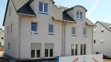 Im Gemeinderat Wallerstein wurde lange über den Begriff des Doppelhauses diskutiert.