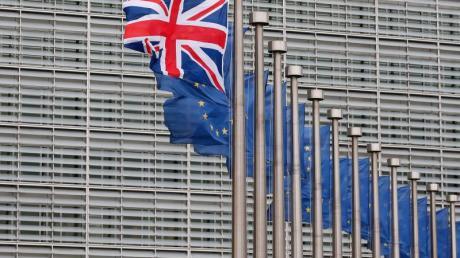 Eine britische Flagge weht in Brüssel. David Cameron will noch in diesem Jahr die Bürger im Vereinigten Königreich über einen «Brexit» abstimmen lassen.