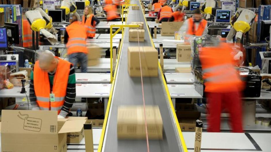 674197c84d9516 Online-Versandhaus: Amazon erhöht die Versandkosten zu Weihnachten ...