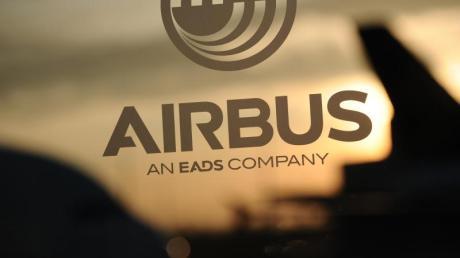 Probleme mit Zulieferern für den neuen Großraumjet A350 und die Verhandlungen um den Pannen-Militärflieger A400M halten Airbus weiter in Atem. Foto: Christian Charisius
