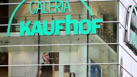 Kaufhof will nun Investitionen in die Filialen «zeitlich etwas strecken».