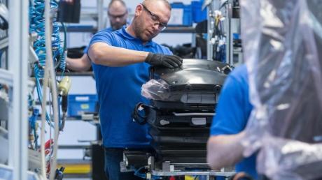 Produktion beim Autozulieferer Grammer im bayerischen Kümmersbruck. Foto:Armin Weigel