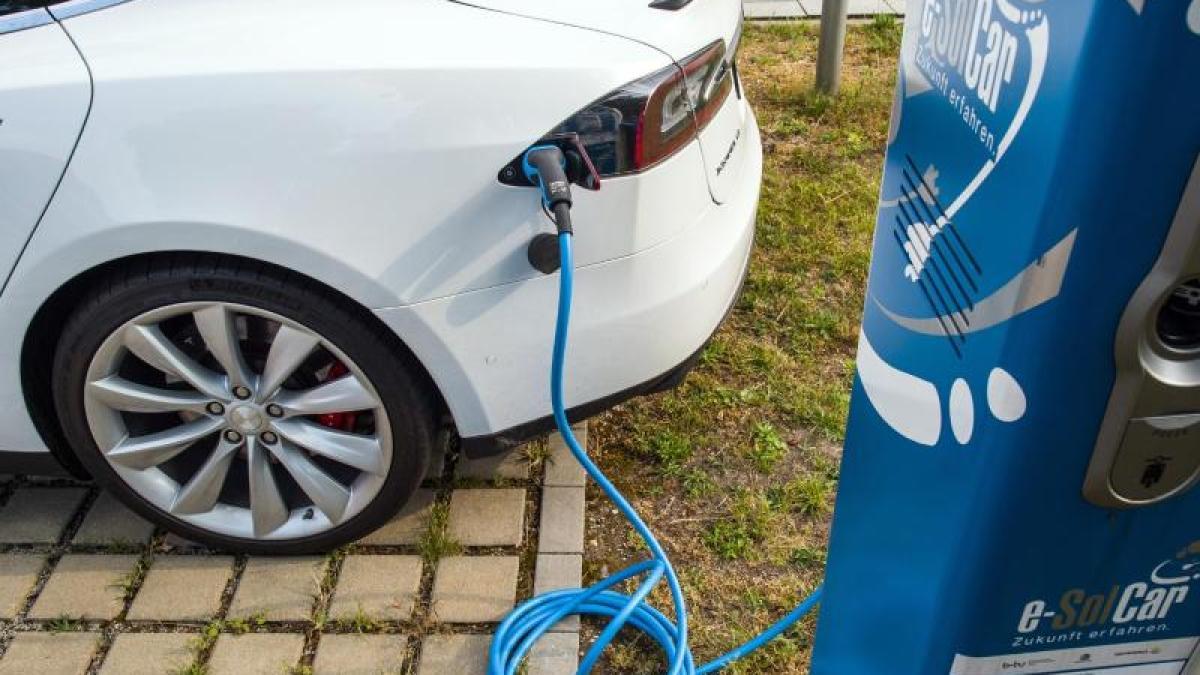 Tesla wirtschaftsministerium streicht kaufpr mie f r e auto von tesla wirtschaft aktuelle - Mobel um augsburg ...
