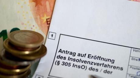 Ein Antrag auf Eröffnung des Insolvenzverfahrens. Foto: Monika Skolimowska/Symbolbild