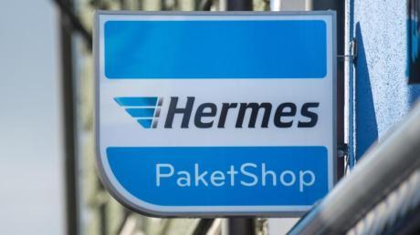 Hermes wird auch 2019 die Preise für Paketzustellung erhöhen. Vor allem die Zustellung an der Haustür soll ähnlich wie im Frühjahr 2018 steigen. Konkurrent DPD kündigte ebenfalls höhere Preise für 2019 an.