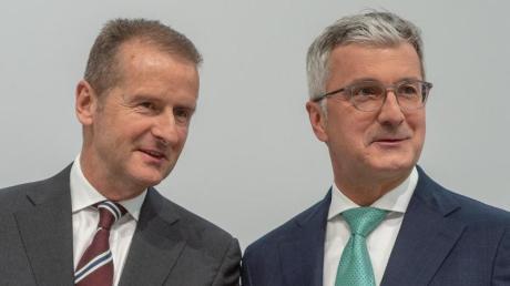 Volkswagen-Chef Herbert Diess (l) und Rupert Stadler, Vorstandsvorsitzender der Audi AG, bei der Audi-Hauptversammlung in Ingolstadt. Foto: Armin Weigel