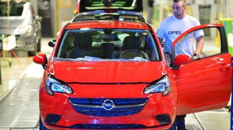 Opel Corsa rollen im Opel-Werk in Eisenach vom Band. Foto:Martin Schutt
