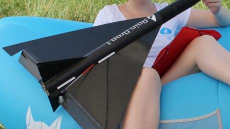 Studentin Katrin Bock baute eine Mini-Rakete.