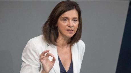 «Rein nationale oder nur auf Freiwilligkeit beruhende Maßnahmen, wie das 2014 gegründete Textilbündnis von Entwicklungsminister Gerd Müller, stoßen in einem globalen Textilmarkt an ihre Grenzen», sagt Katrin Göring-Eckardt.