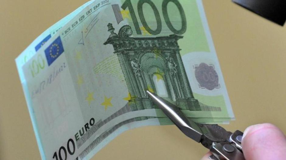 Schutz Vor Falschgeld Was Sie Zu Den Neuen 100 Und 200 Euro