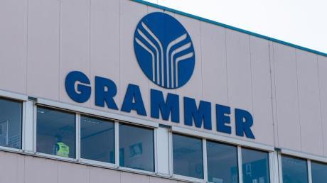 Das Logo von Grammer an einem Gebäude auf dem Werksgelände des Autozulieferers. Foto:Armin Weigel